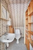 Toisen huoneiston wc