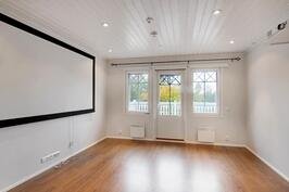 Yläkerran aula / tv-huone