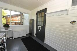 Lasitettu veranta/sisäänkäynti