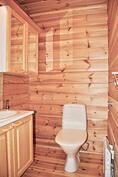 Päähuvilassa on 2 erillistä wc-tilaa.