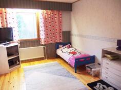 Makuuhuone 2/yläkerta