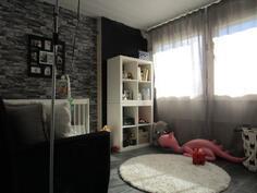 Olohuoneen viereinen makuuhuone