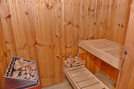pieni sauna yläkerrassa