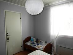 Toinen makuuhuone, jossa vaatehuone