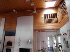 Talossa myös parvi, johon kulku laskettavien portaiden kautta