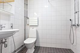 08alakerran kylpyhuone
