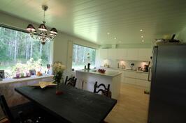 Asunto A keittiö ja ruokailutila