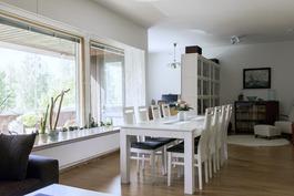 ruokailuhuone/olohuone