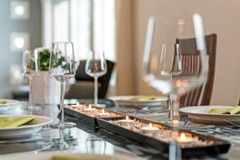 päivällispöydän tunnelmaa