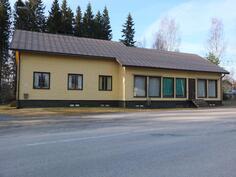 Kookas talo tarjoaa monia mahdollisuuksia  pikitien ja rautatieaseman välittömässä läheisyydessä