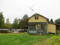 Vanha talo ja uuden talon perustukset