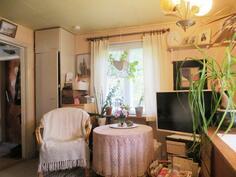 Vanhan talon olohuone/makuuhuone