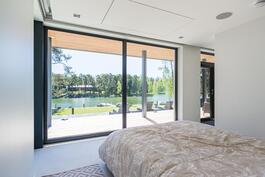 Master bedroomin merimaisema