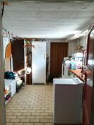 Kodinhoitohuone kellarikerroksessa
