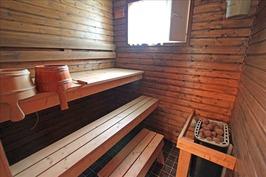 Laajennusosaan 2010 tehty sauna.