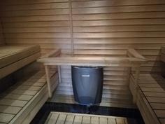 iso sauna mahtuu n. 6 henkilöä