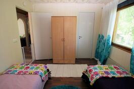 Makuuhuone 1:ssä vaatehuone