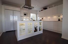 Tyylikäs ja toimiva keittiö