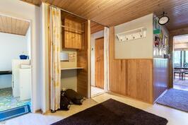 huoneiden välinen pieni aulatila