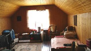 Yläkerran iso huone.