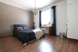 Makuuhuone (15,1m²)