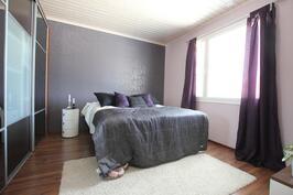 Makuuhuone (14,1m²)