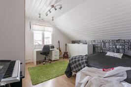 mh 4 myös reilun kokoinen kuten kaikki makuuhuoneet