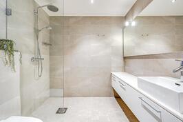 Master Bedroomin yhteydessä kylpyhuone