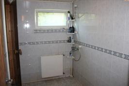 Pesuhuoneen runko muurattu