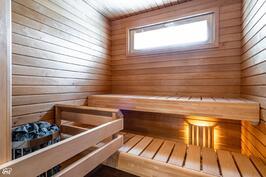 Sauna (kuva viereisestä Asunto Oy Valkeakosken Antin ranta I asunnosta)
