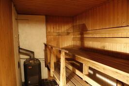 ...ja puulämmitteinen sauna
