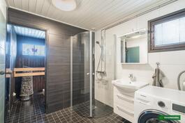 Kylpyhuone ja sauna ovat remontoitu