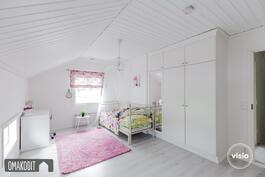 Yläkerran makuuhuone 14m²