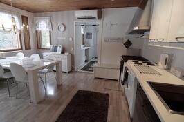 Tilavaa keittiötä remontoitu 2012