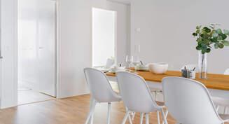 Valokuva asunnon ruokailutilasta