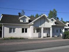 Talo julksivun puolelta