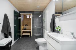 Sisustettu_esittelyasunto_kylpyhuone