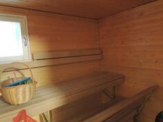 Sauna jossa ikkuna