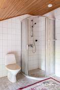 2 krs:n suihkutila ja wc-istuin