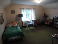 Huone 2 yläkerrassa