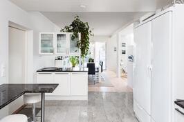 keittiön työtasot: Antiikkipronssia=Tan Brown