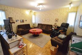 Makuuhuone/televisiohuone