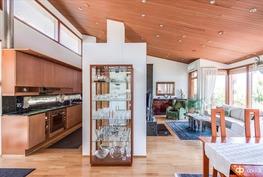 Keittiöstä ja olohuoneesta
