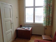 Alakerran pikku makuuhuoneesta