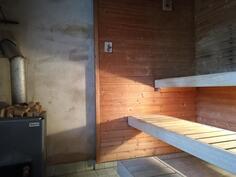 Navetan päässä vanha sauna
