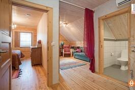 Yläkerran wc ja kaksi makuuhuonetta
