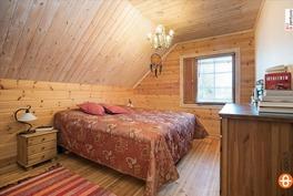 Yläkerran iso makuuhuone