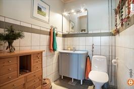 Erilline wc alakerrassa
