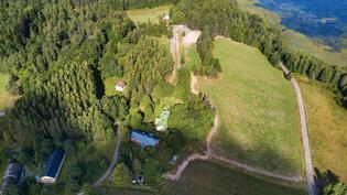 Vaahteranmäen tila ja Jylynjärvikin on kävelyetäisyydellä