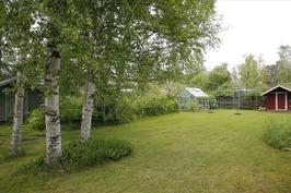 Takapihalla kiva puutarhamiljöö
